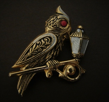 gold tone owl with lamp pin